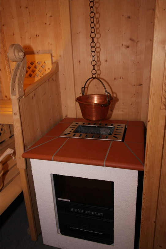 Holz-Saunaofen mit Kupferkessel
